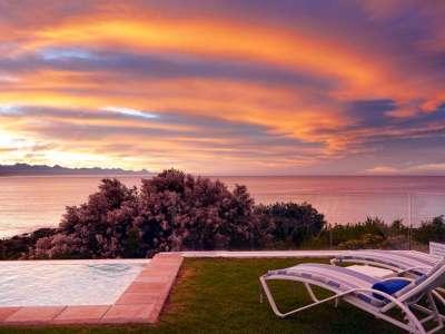 The Plettenberg Hotel an der Gardenroute an der Südküste von Südafrika ool Sonnenuntergang