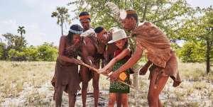 Familienreise Afrika Bushmen Walk mit Kindern