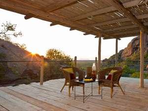 Namibia Selbstfahrer Erongo Wilderness Lodge Damaraland Sonnenuntergang