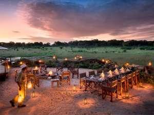 Simbabwe Reisen Safari Lagerfeuer Hwange Nationalpark Somalisa Camp